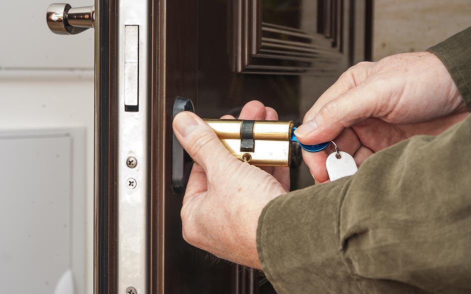comment ouvrir porte sans clef